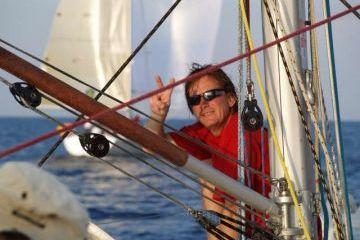 versenyben hátszelezve a Jensen Sailing Team