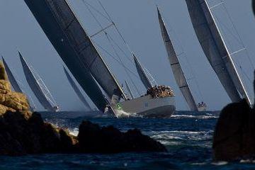 Superjachtok méltósága Szardínia-szigetén